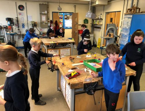Hwyl yn y gweithdy / Fun in the workshop